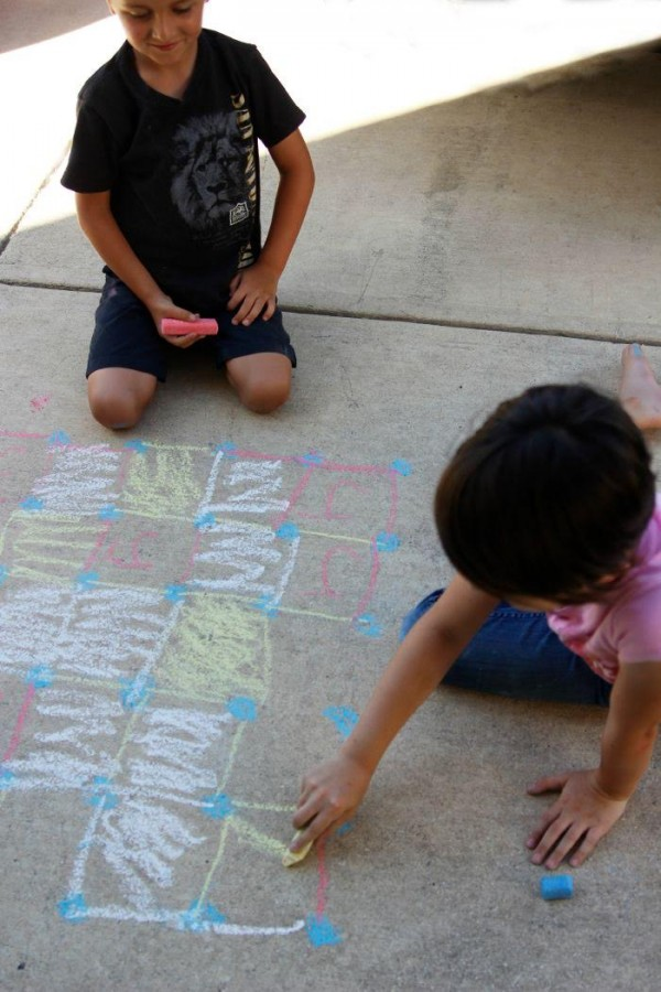 Play Sidewalk Chalk Games for Kids Dots and Boxes 600x900