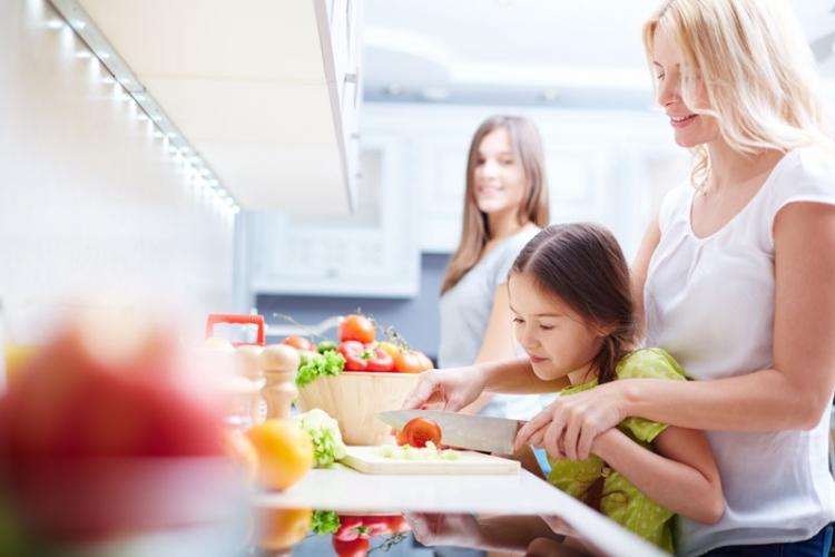 Домашните отговорности на детето в 8 стъпки