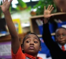 Защо тези деца обичат училище?