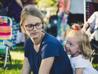 Защо майките се критикуват помежду си